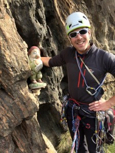 A gnome on pitch 4 of Lo Dzerby
