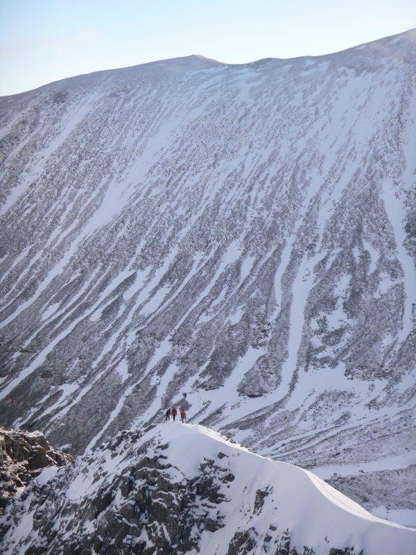 On the initial snowy ridge of Tower Ridge